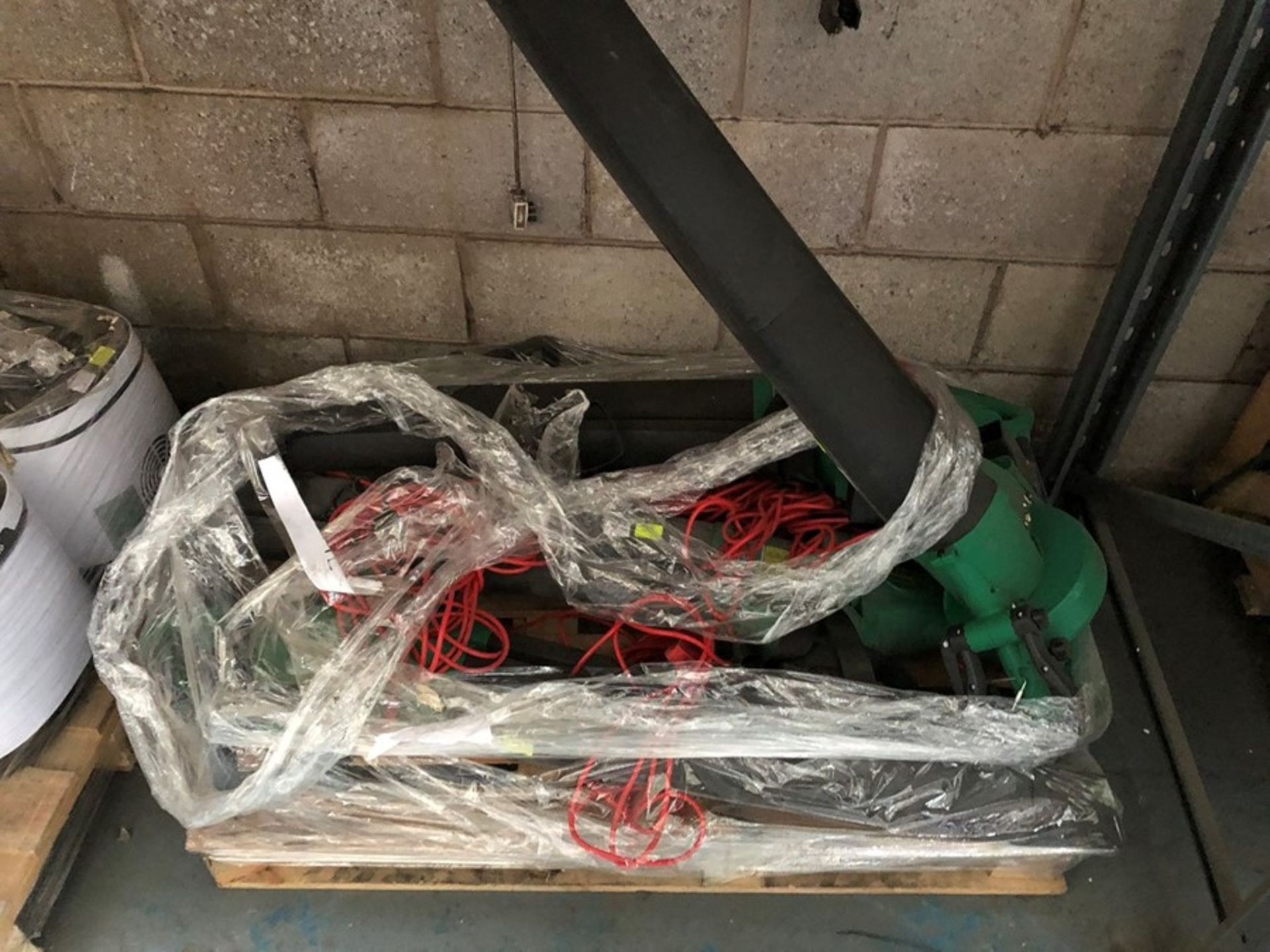 Lot 15 - 1 LOT TO CONTAIN AN ASSORTMENT OF CORDED LEAF BLOWERS (SOLD AS SEEN)