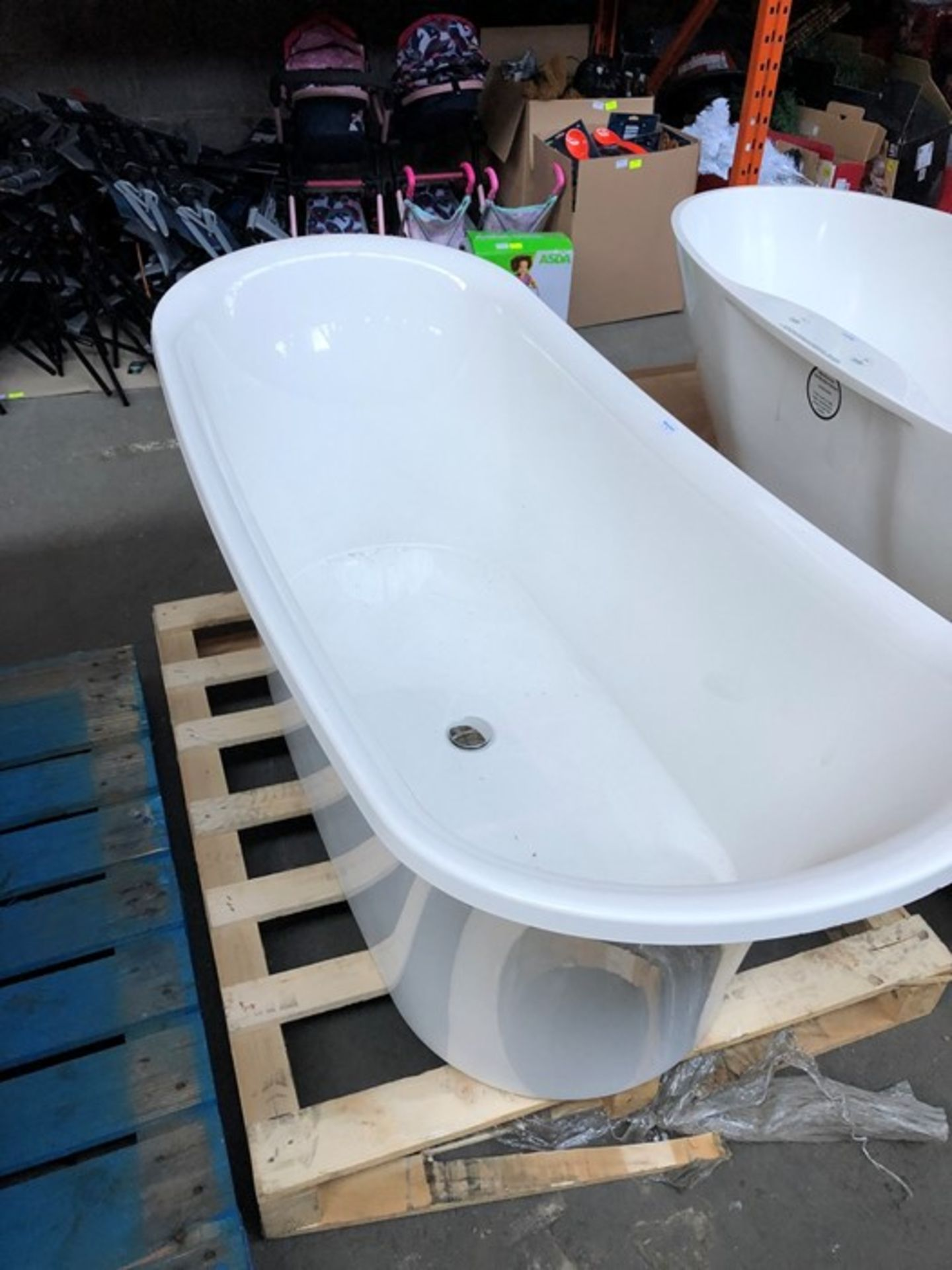Lot 3 - ESSENZA TALL FREESTANDING DOUBLE ENDED TRADITIONAL ROLL TOP SLIPPER BATH RRP £1499