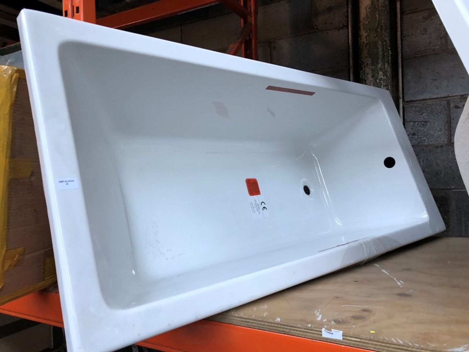 Lot 25 - 1600 X 700MM MODERN SQUARE SINGLE ENDED ACRYLIC BATH RRP £275