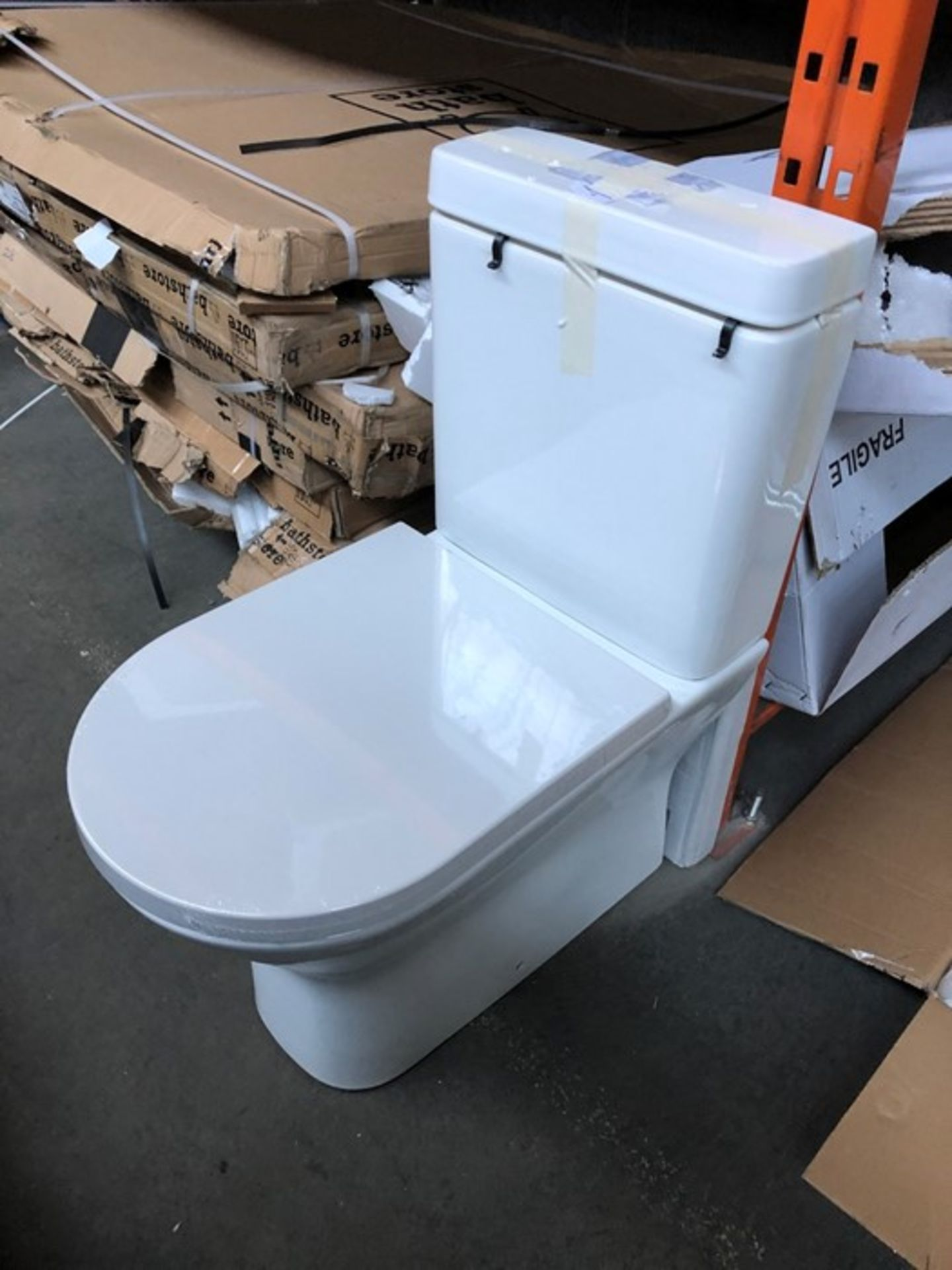 Lot 29 - FALCON MODERN CLOSE COUPLED TOILET WITH SOFT CLOSE SEAT AND CISTERN FITTINGS RRP £450