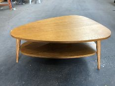 1 LA REDOUTE QUILDA OAK TWO-TIER VINTAGE COFFEE TABLE / DINT ON FRONT (SOLD AS SEEN)