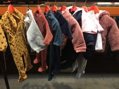 1 LOT TO CONTAIN 25 ASSORTED BABY CLOTHES IN VARIOUS SIZES AND COLOURS // PLEASE NOTE THAT THE