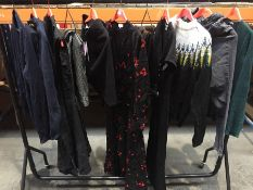 1 LOT TO CONTAIN 20 ASSORTED WOMENS CASUAL CLOTHES IN VARIOUS SIZES AND COLOURS // PLEASE NOTE