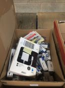 1 LOT TO CONTAIN 5 X SANDISK 32 GB FLASH DRIVES , MACINTOSH VGA CABLE , PEN SETS AND MAGNETS IN