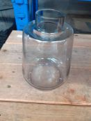 1 LOT TO CONTAIN 1 TAMAGNI COLOURED GLASS VASE GREY