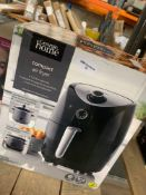 1 LOT TO CONTAIN 1 COMPACT AIR FRYER / RRP£55.00 (THIS ITEM IS AN UNTESTED CUSTOMER RETURN. PUBLIC