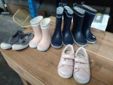 1 LOT TO CONTAIN 5 PAIRS OF SHOES, PINK GEOX GIRLS TODDLER SIZE 6, BEN SIMON BOYS GREY PUMPS SIZE 9,