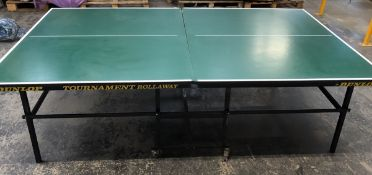 1 LOT TO CONTAIN DUNLOP TOURNAMENT ROLLAWAY TABLE TENNIS TABLE / RRP £500.00 / ITEM HAS BEEN USED,