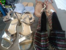 1 LOT TO CONTAIN 4 PAIRS OF WOMENS SHOES TO INCLUDE 1 PAIR PINK SANDALS SIZE 6.5, LES TROPEZIENNES