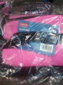 1 LOT TO CONTAIN PINK STAPLES LUNCHBAGS THERMAL TO KEEP FOOD WARM. BAGGED