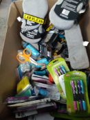 1 LOT TO CONTAIN 1 X BOX OF ASSORTED ITEMS TO INCLUDE CAR KLEAN SPONGES, PENS, BANDAGES SCISSORS AND