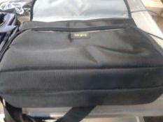 1 LOT TO CONTAIN 6 X TARGUS HP LAPTOP BAGS. BAGGED