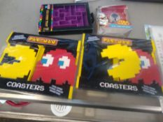 1 LOT TO CONTAIN BOX OF ASSORTED ITEMS TO INCLUDE PAC MAN COASTERS, STAR WARS KEYRINGS, TETRIS ICE