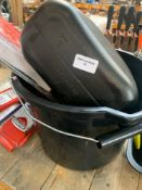 1 LOT TO CONTAIN 1 BUCKET FILLED WITH CAR ACCESSORIES / WIND SHIELD WIPERS / LYNX CAR FRAGRANCE /