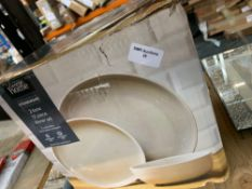 1 LOT TO CONTAIN 1, 2 TONE 12 PIECE DINNER SET