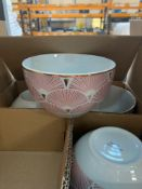 1 LOT TO CONTAIN PINK GOLD AND WHITE CERAMIC BOWLS / BLUE AND WHITE CERAMIC BOWLS