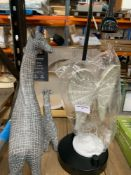 1 LOT TO CONTAIN 1 UNTESTED LAMP WITHOUT LAMP SHADE / METAL ANGEL DECORATION / GIRAFFE DECORATION
