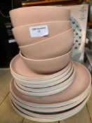1 LOT TO CONTAIN 1 FULL DINING SET / BOWLS / SMALL PLATES / DINNER PLATES