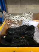 1 LOT TO CONTAIN DUNLOP SIZE 4 STEEL TOE CAP SHOES SIZE 4 USED . BOXED