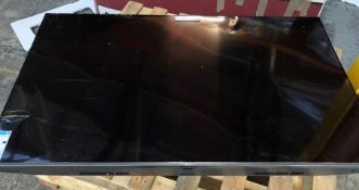 "LG 65"" TV SMART ULTRA 4K - LG 65UN80006LA / RRP £699.00 / UNTESTED, SCREEN SMASHED AND DAMAGED IN"