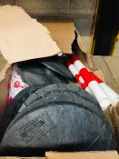 1 LOT TO CONTAIN A BOX OF RED AND WHITE SAFETY BOLLARDS WITH LINK CHAIN - L2