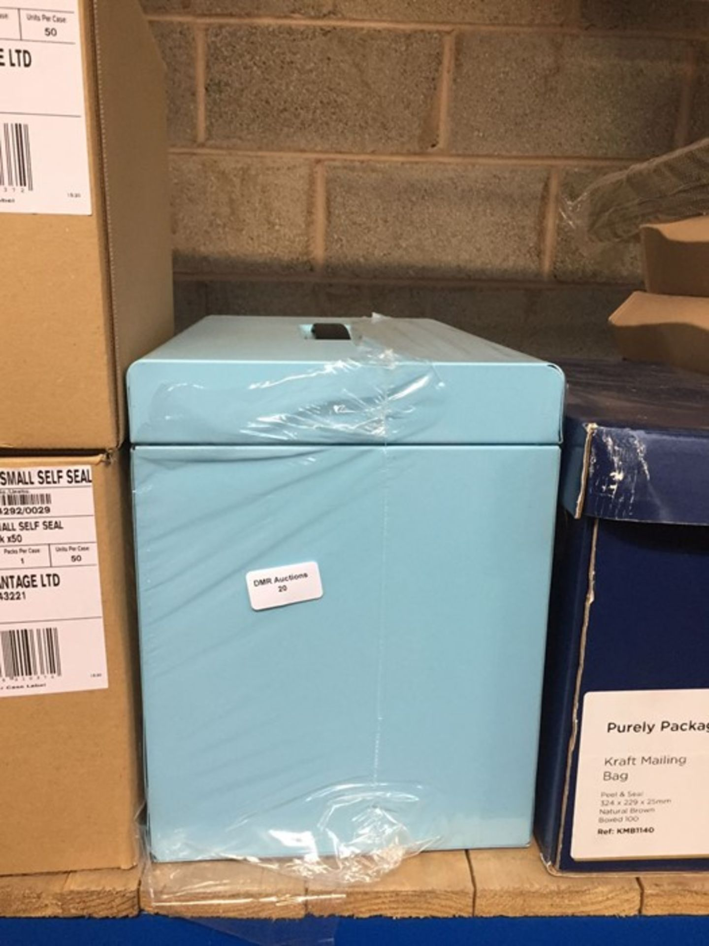 1 LOT TO CONTAIN A LIGHT BLUE METAL LOCKABLE STORAGE CHEST - L3