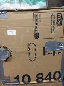 1 LOT TO CONTAIN A BOX OF TORK XPRESSNAP DISPENSOR KNAPKINS - L3
