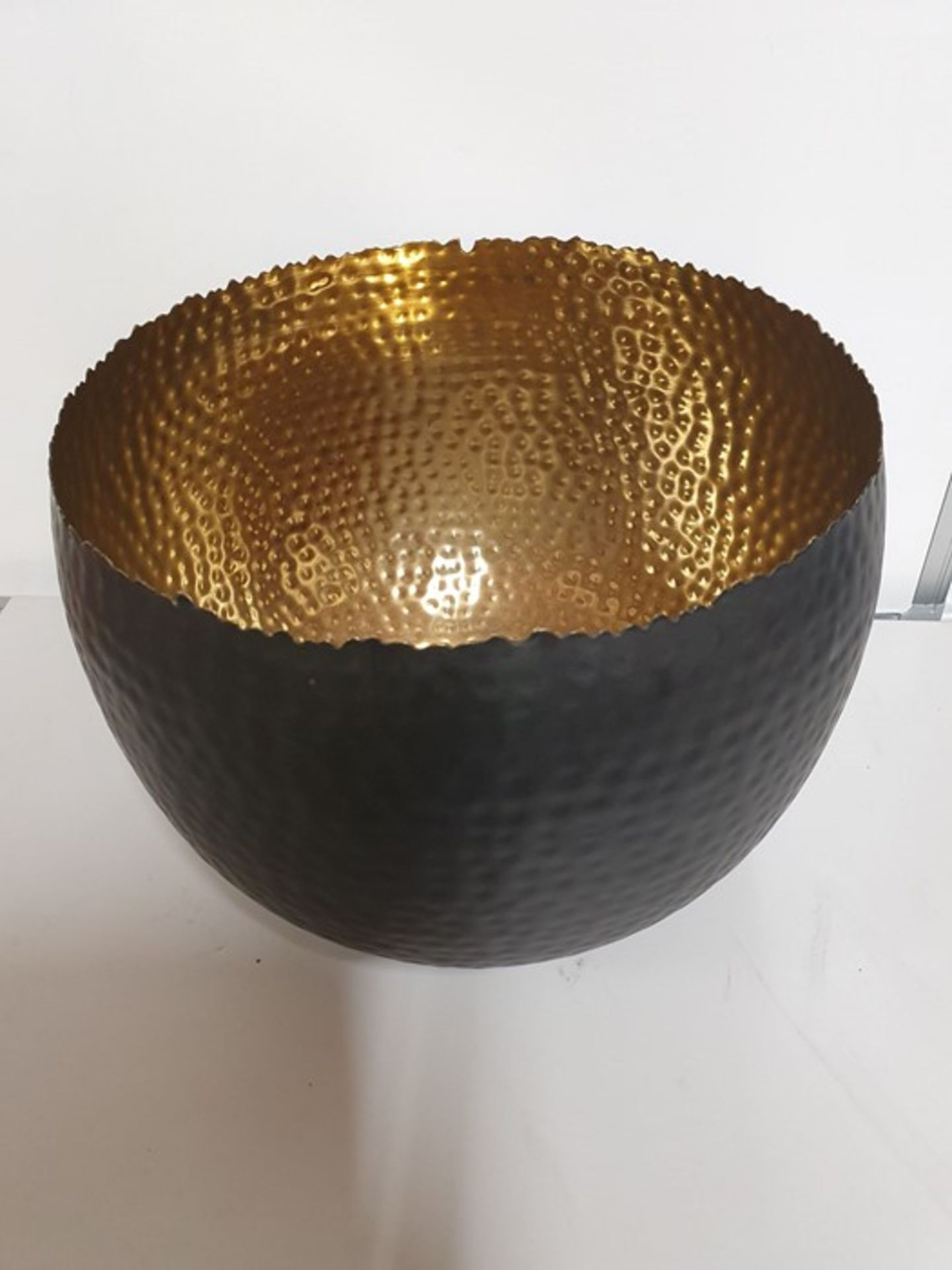 ONE LOT TO CONTAIN ONE HAMMERED BLACK AND GOLD BOWL. 30CM DIAMETER. A FEW LIGHT STRACHES - HARDLY