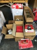 1 LOT TO CONTAIN AN ASSORTMENT OF CHRITSMAS PRODUCTS / INCLUDING CHRISTMAS CARDS, BAGS, BOXES, BEADS
