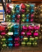APPROX 18 X PACKS OF CHRISTMAS BAUBLES - MULTI COLOURED / 36 BAUBLES PER PACK / COMBINED RRP £90.