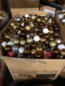 1 X VERY LARGE BOX OF LOOSE CHRISTMAS BAUBLES (IMAGES ARE FOR ILLUSTRATION PURPOSES ONLY - WE DO NOT