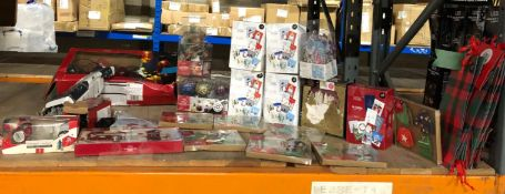 1 X LARGE ASSORMENT OF CHRISTMAS PRODUCTS / INCLUDING CARDS, BAUBLES, LIGHTS AND MORE