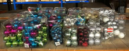 1 X LARGE ASSORTMENT OF CHRISTMAS BAUBLES