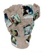 Dahn und Jiri Dokoupil, Walter Vasenobjekt modellierter Ton, ungebrannt mit farbigen Polaroid