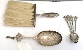 A miscellaneous lot to include a set of four silver 925 teaspoons, a silver Dutch spoon and a silver