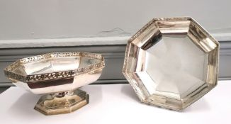 Pair of George V silver fruit comports with pierced upper rim, Sheffield 1917. Makers Thomas