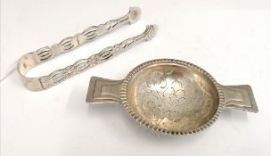 A tea strainer by Hukin & Heath Ltd, Birmingham dated 1931 together with a pair of Sterling silver