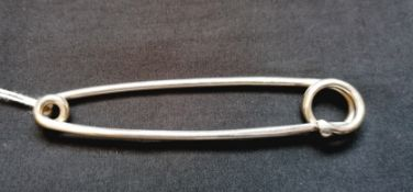 Silver kilt pin by Alastair Campbell, Edinburgh 2001.