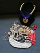 A collection of miscellaneous costume jewellery.