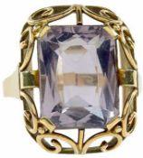Ringe mit Steinbesatz Dekorativer Damenfingerring mit ornamentalem Dekor und einem hellen,