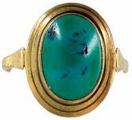 Ringe mit Steinbesatz Damenfingerring mit Türkisbesatz. 2. Hälfte 20. Jh. 585er GG, gestempelt.