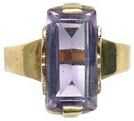 Ringe mit Steinbesatz Damenfingerring mit wohl Amethystbesatz, nicht getestet. 20. Jh. 333er GG,