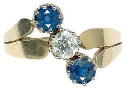 Ringe Repräsentativer Damenfingerring, 585er GG, gestempelt, mit Besatz aus einem zentralen