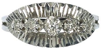 Ringe Hochwertiger Damenfingerring. Mitte 20. Jh. 750er WG, gestempelt. Besatz aus fünf Diamanten,