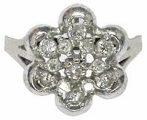 Ringe mit Steinbesatz Dekorativer Damenfingerring mit Ringkopf in Form einer Blüte, diese besetzt