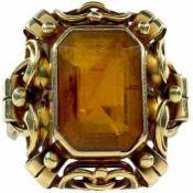 Ringe mit Steinbesatz Repräsentiver Damenfingerring im ornamentalen Dekor mit großem zentralen,