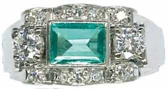 Ringe Hochwertiger Damenfingerring mit Besatz aus einem zentralen, rechteckigen, facettierten