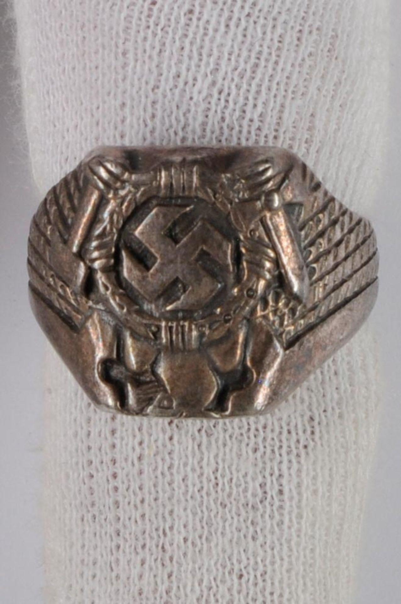 Urkunden, Dokumente und Unterschriften Verleihungsurkunde für einen Leutnant für den Ehrenpokal - Bild 4 aus 5