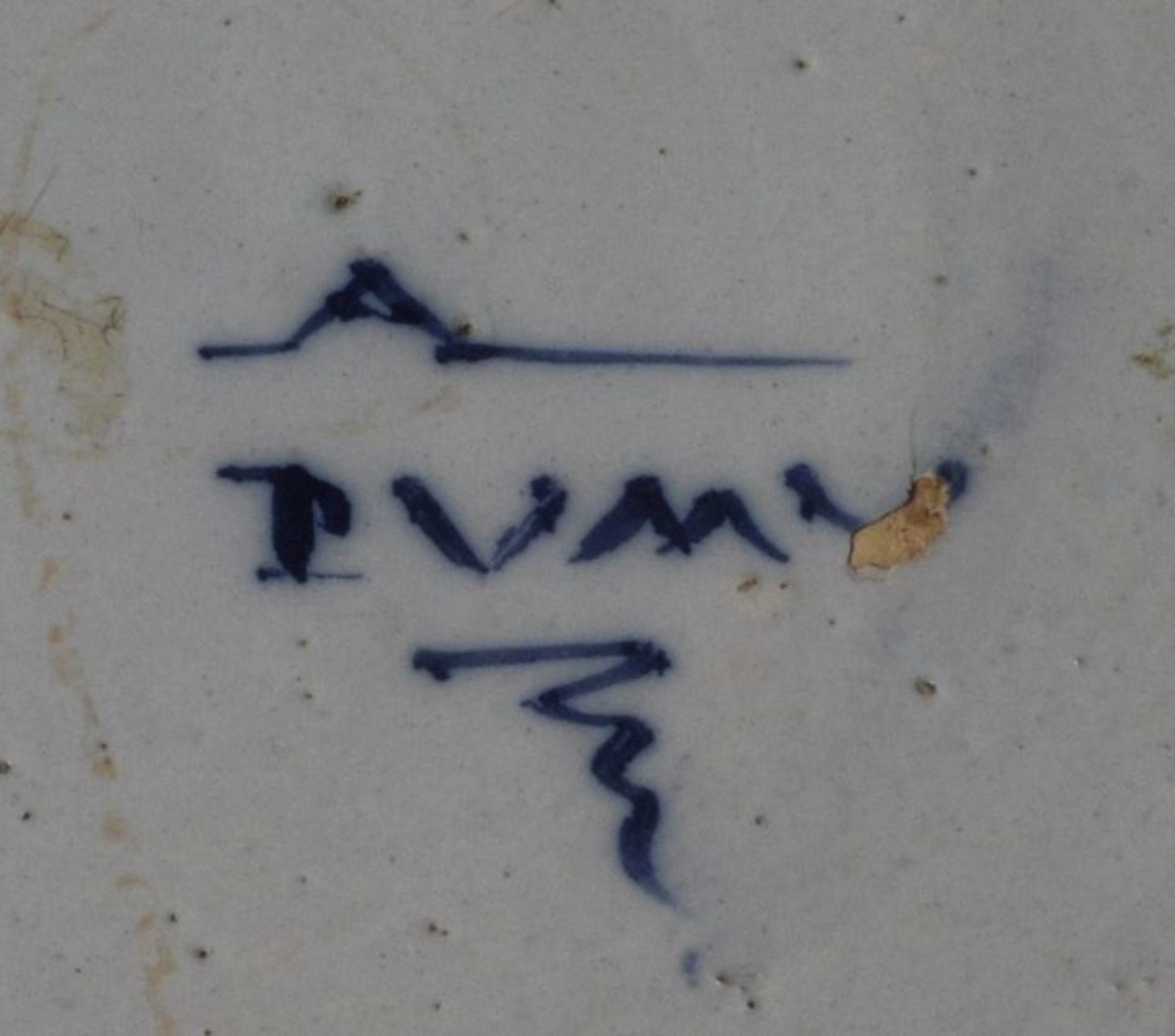 Los 14 - Runde Platte mit Pfauenmuster, Delft, Ende 18. Jh.Fayence. in Blaumalerei auf bläulich-weißer...