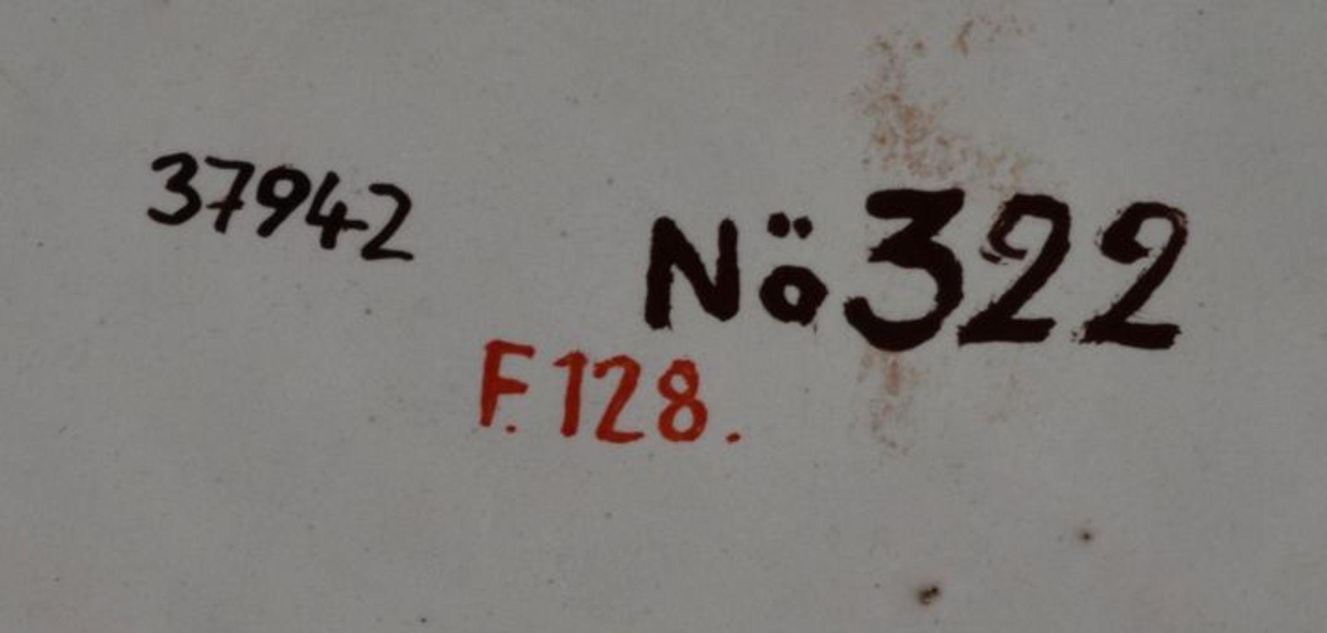 Los 3 - Teller, Bayreuth, 1. H. 18. Jh.Fayence, flache Form mit passig geschweiftem Rand. Kebe in...